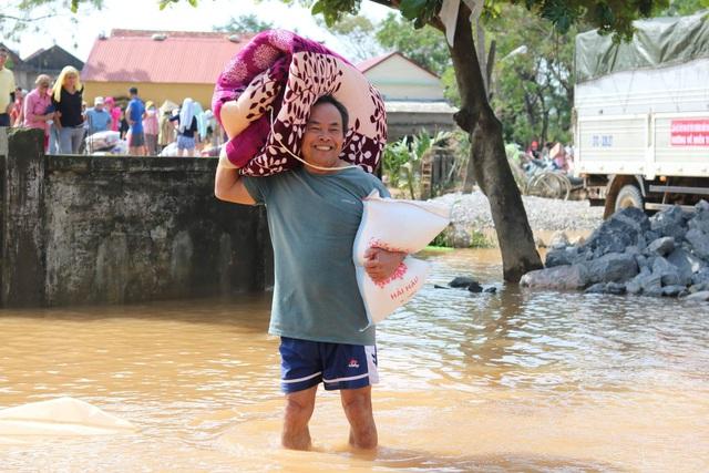 Người dân vùng lũ Quảng Bình nhờ Báo Gia đình và Xã hội gửi lời cảm ơn tới những nhà hảo tâm - Ảnh 5.