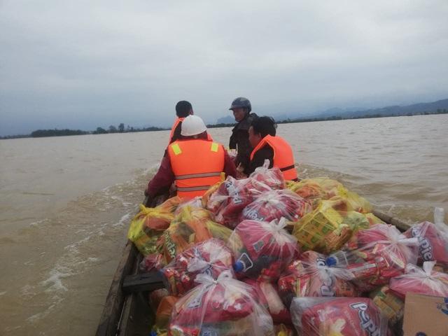 Người dân vùng lũ Quảng Bình nhờ Báo Gia đình và Xã hội gửi lời cảm ơn tới những nhà hảo tâm - Ảnh 2.