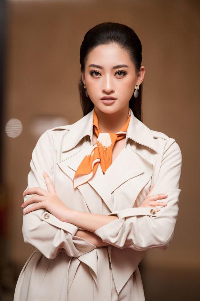 Vòng 1 ăn đứt đàn chị, Hoa hậu 2K còn là nàng thơ của NTK Việt nhờ đôi chân 1,22m - Ảnh 21.