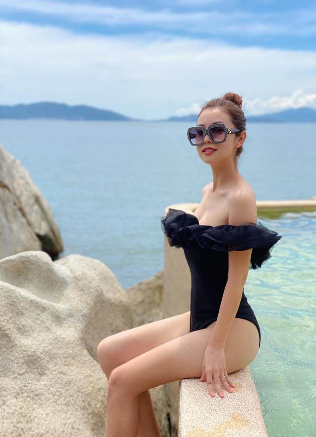 """Nàng hoa hậu ngày thường mặc style quý phái, khi """"cởi"""" đồ kín diện bikini liền hóa gái 20 - Ảnh 4."""