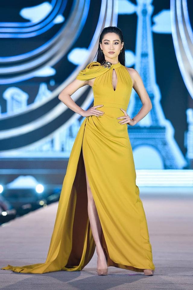 Vòng 1 ăn đứt đàn chị, Hoa hậu 2K còn là nàng thơ của NTK Việt nhờ đôi chân 1,22m - Ảnh 5.
