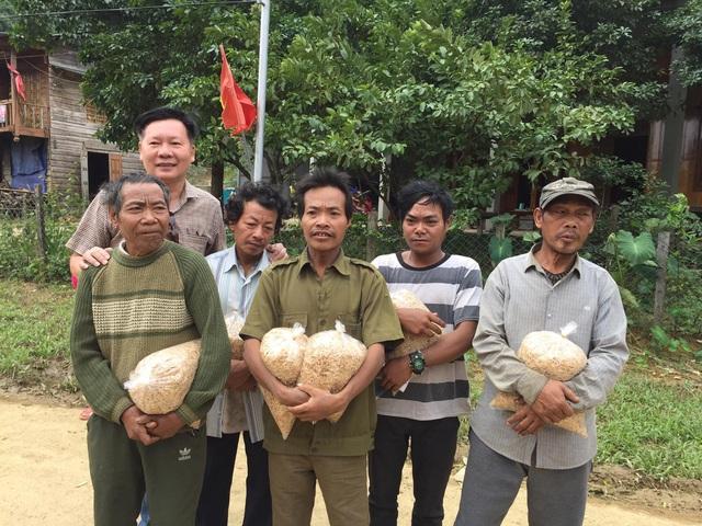 Cận cảnh hành trình đưa gần 300 triệu đồng tới với đồng bào vùng xa, nhiều nơi vẫn còn bị cô lập ở Quảng Bình và Quảng Trị - Ảnh 11.