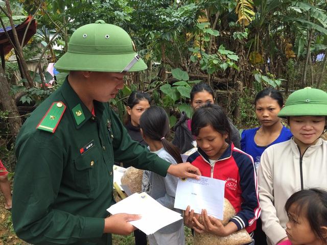 Cận cảnh hành trình đưa gần 300 triệu đồng tới với đồng bào vùng xa, nhiều nơi vẫn còn bị cô lập ở Quảng Bình và Quảng Trị - Ảnh 7.