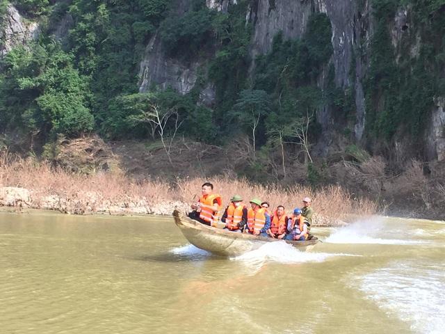 Cận cảnh hành trình đưa gần 300 triệu đồng tới với đồng bào vùng xa, nhiều nơi vẫn còn bị cô lập ở Quảng Bình và Quảng Trị - Ảnh 12.