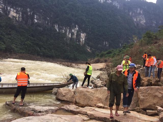 Cận cảnh hành trình đưa gần 300 triệu đồng tới với đồng bào vùng xa, nhiều nơi vẫn còn bị cô lập ở Quảng Bình và Quảng Trị - Ảnh 13.