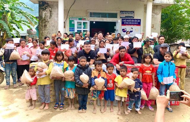 Cận cảnh hành trình đưa gần 300 triệu đồng tới với đồng bào vùng xa, nhiều nơi vẫn còn bị cô lập ở Quảng Bình và Quảng Trị - Ảnh 6.