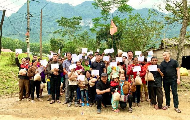 Cận cảnh hành trình đưa gần 300 triệu đồng tới với đồng bào vùng xa, nhiều nơi vẫn còn bị cô lập ở Quảng Bình và Quảng Trị - Ảnh 1.