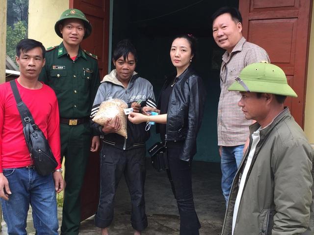 Cận cảnh hành trình đưa gần 300 triệu đồng tới với đồng bào vùng xa, nhiều nơi vẫn còn bị cô lập ở Quảng Bình và Quảng Trị - Ảnh 9.