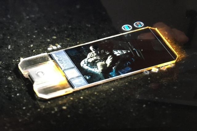 Những mẫu smartphone lạ lùng từng xuất hiện - Ảnh 1.
