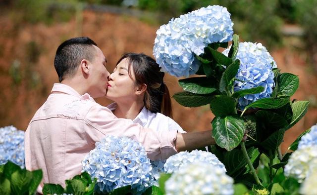Khoảnh khắc lãng mạn của vợ chồng MC Hoàng Linh VTV - Ảnh 1.