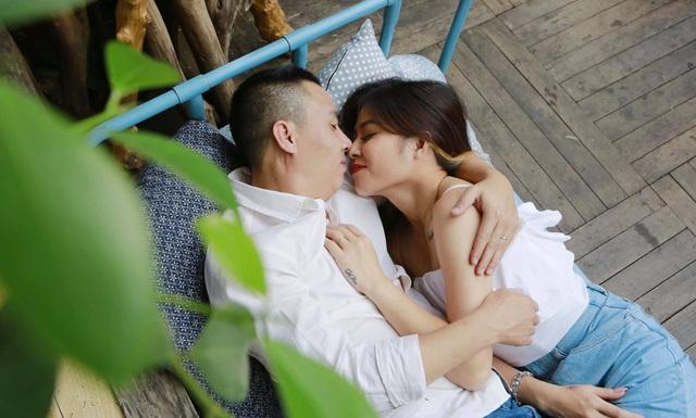 Khoảnh khắc lãng mạn của vợ chồng MC Hoàng Linh VTV - Ảnh 2.