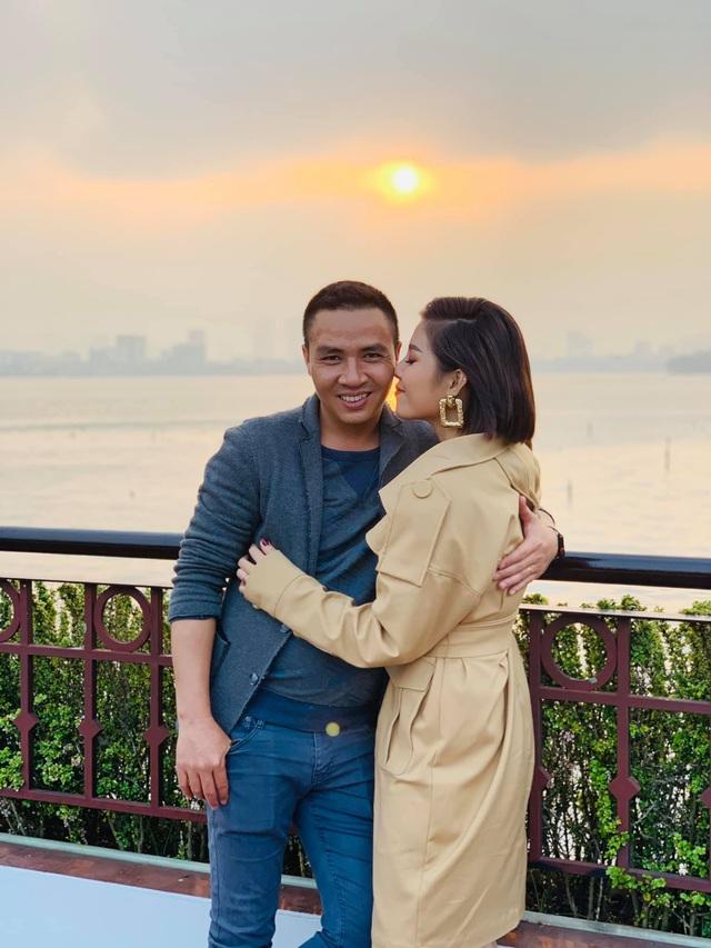 Khoảnh khắc lãng mạn của vợ chồng MC Hoàng Linh VTV - Ảnh 18.