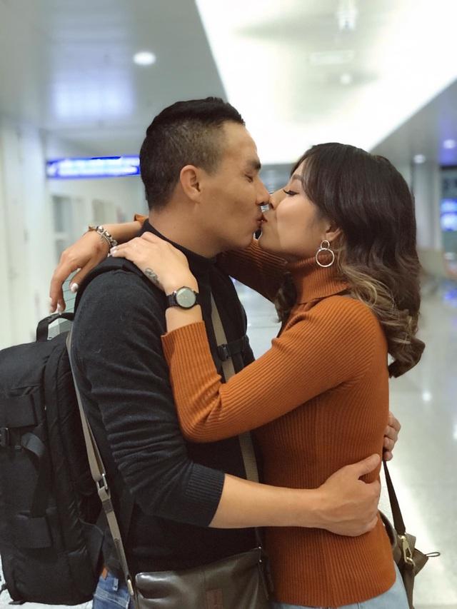 Khoảnh khắc lãng mạn của vợ chồng MC Hoàng Linh VTV - Ảnh 8.