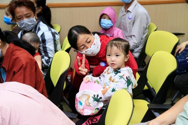 Tiếp nối chương trình vì miền Trung, Điện Máy Xanh mang 'Tết sớm' đến trẻ em hở hàm ếch - Ảnh 1.