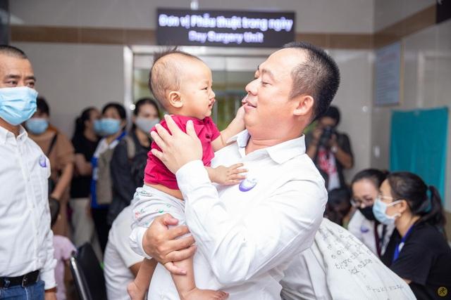 Tiếp nối chương trình vì miền Trung, Điện Máy Xanh mang 'Tết sớm' đến trẻ em hở hàm ếch - Ảnh 4.