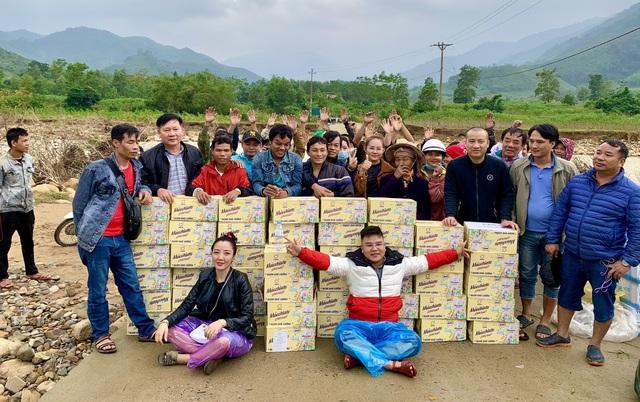 Trao hơn 130 triệu đồng của Tập đoàn Tân Hiệp Phát tới người dân vùng lũ - Ảnh 5.