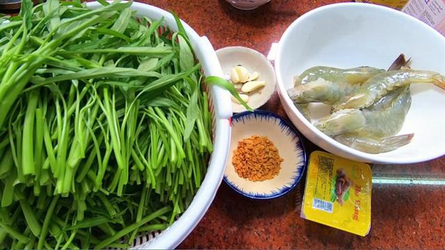 Rau muống nấu tôm cho thêm nắm lá gia vị này, canh thơm, thanh mát cả nhà khen ngon - Ảnh 2.