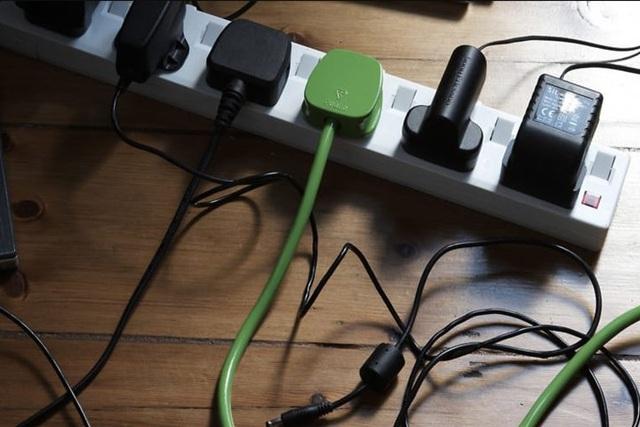 Cách để tránh làm quá tải ổ cắm điện trong nhà - Ảnh 1.