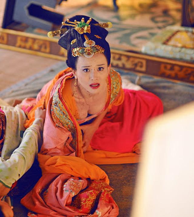 Hoàng hậu tài mạo song toàn có xuất thân ly kỳ: Ra đời từ mối quan hệ kỳ quặc, được 2 Hoàng đế sủng ái nhưng lại tư thông với nam sủng - Ảnh 5.