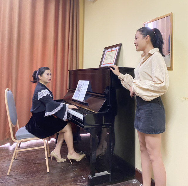 Ca sỹ Opera, giảng viên thanh nhạc Hương Diệp: Mong sẽ có nhiều thế hệ học trò là ca sỹ của nhân dân - Ảnh 2.