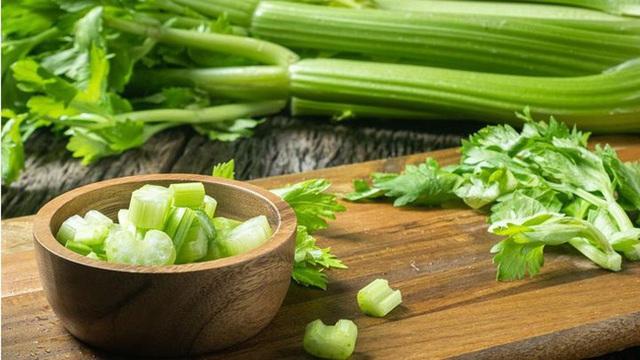 Cần tây vừa là món ăn ngon bổ vừa là thuốc chữa bệnh nhưng cấm kỵ ăn với những thực phẩm này - Ảnh 1.