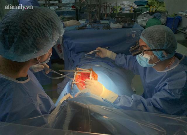 Truyền máu hoàn hồi cứu bệnh nhân vừa bị bệnh tim nặng lại mang nhóm máu hiếm gặp - Ảnh 1.