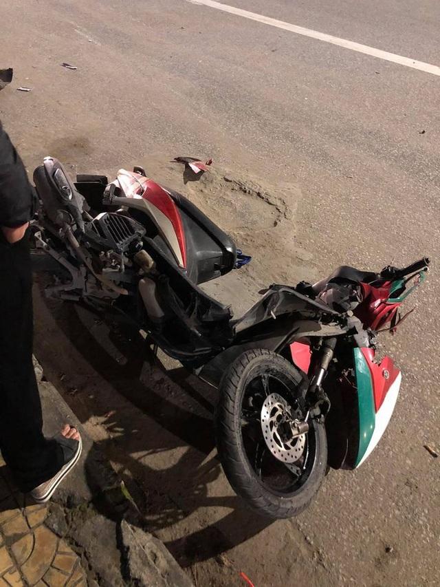 Clip ghi lại hoảnh khắc kinh hoàng khi mô tô BMW tông vào xe máy văng hàng chục mét rồi bốc cháy trên đường - Ảnh 5.