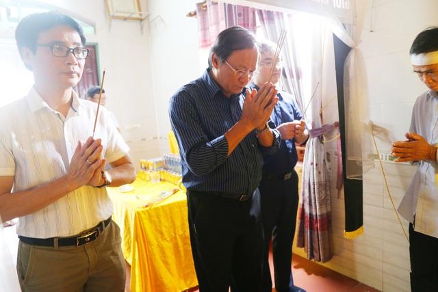 Báo Gia đình và Xã hội cùng các nhà hảo tâm đến thăm và trao quà cho đồng bào vùng lũ Hà Tĩnh - Ảnh 17.