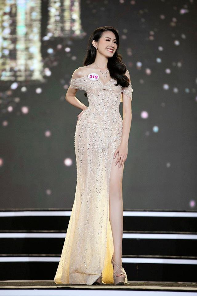 Đoàn Văn Hậu cổ vũ bạn gái tin đồn tại đêm chung kết Hoa hậu Việt Nam 2020? - Ảnh 4.