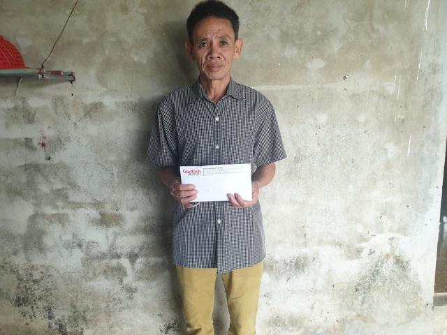 Báo Gia đình và Xã hội trao quà bạn đọc đến chàng trai nghèo bị tai nạn nguy kịch - Ảnh 1.