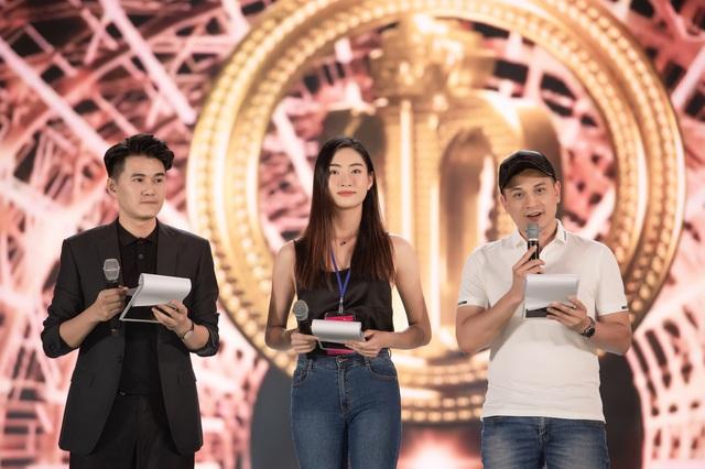 """Trước """"giờ G"""" Hoa hậu Việt Nam 2020 """"soi"""" Hoàng Thùy Linh, Minh Tuyết cùng dàn sao tổng duyệt - Ảnh 10."""