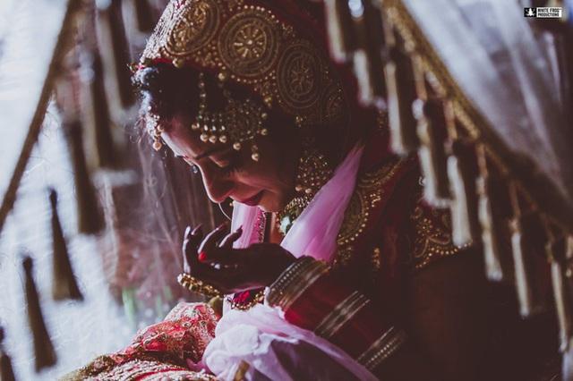 Hôn lễ vừa kết thúc, cô dâu chết lặng khi biết phải phục vụ 3 chồng trong cùng một gia đình và tục cho thuê vợ gây nhức nhối - Ảnh 3.