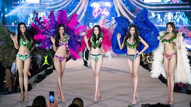 Đêm nay Chung kết hoa hậu Việt Nam 2020: BGK gặp khó khăn vì chất lượng thí sinh quá đồng đều - Ảnh 1.