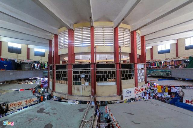 Chợ Đầm Nha Trang ế khách, tiểu thương rao bán sạp hàng loạt - Ảnh 2.
