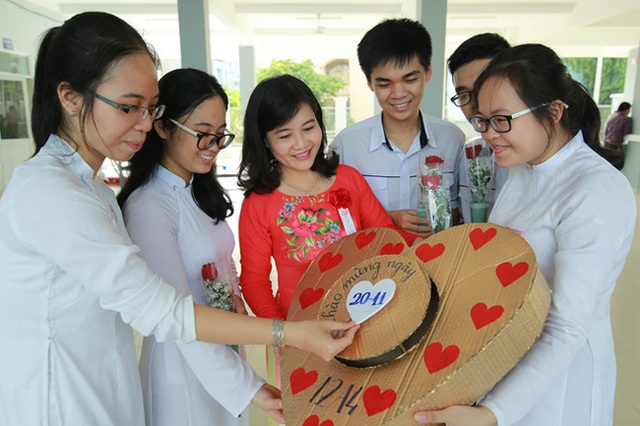 Năm nay đi cô bao tiền? 500 nghìn thì nhiều đấy và bài viết gây sốt của một bà mẹ ở Hà Nội gửi đến các bậc phụ huynh ngày 20/11 - Ảnh 1.
