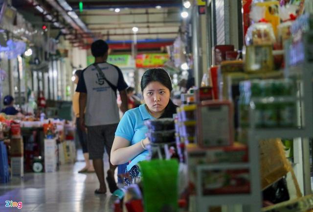Chợ Đầm Nha Trang ế khách, tiểu thương rao bán sạp hàng loạt - Ảnh 11.