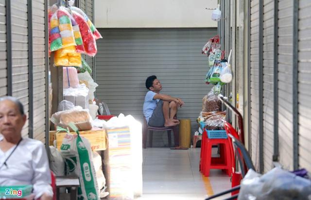 Chợ Đầm Nha Trang ế khách, tiểu thương rao bán sạp hàng loạt - Ảnh 12.