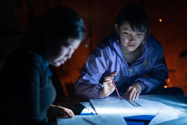 Lớp học của 2 cô giáo và 31 đứa trẻ trên đỉnh Mù Cang Chải - Ảnh 15.