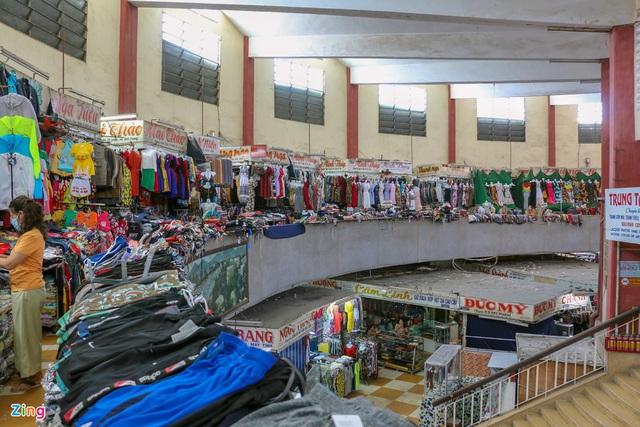 Chợ Đầm Nha Trang ế khách, tiểu thương rao bán sạp hàng loạt - Ảnh 3.