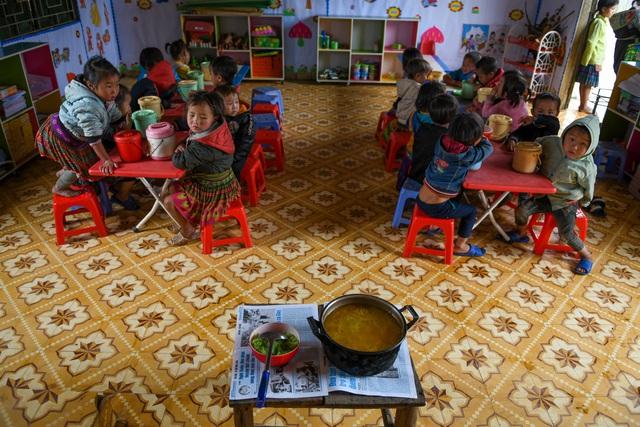 Lớp học của 2 cô giáo và 31 đứa trẻ trên đỉnh Mù Cang Chải - Ảnh 22.
