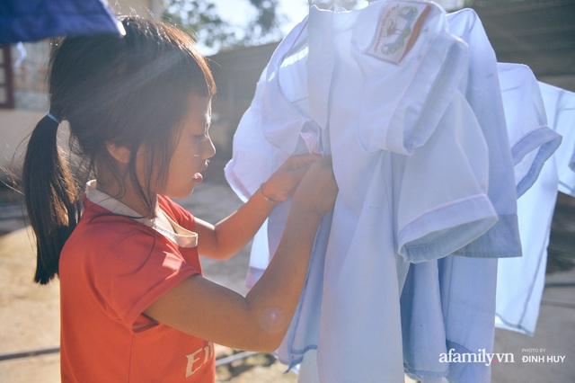 Chuyện của những lớp học trên mây ở Thu Lũm: Cô giáo băng rừng, vượt suối bắt trẻ đi học, cô hổn hển trò tèm lem nước mắt theo cái chữ, con tương lai - Ảnh 23.
