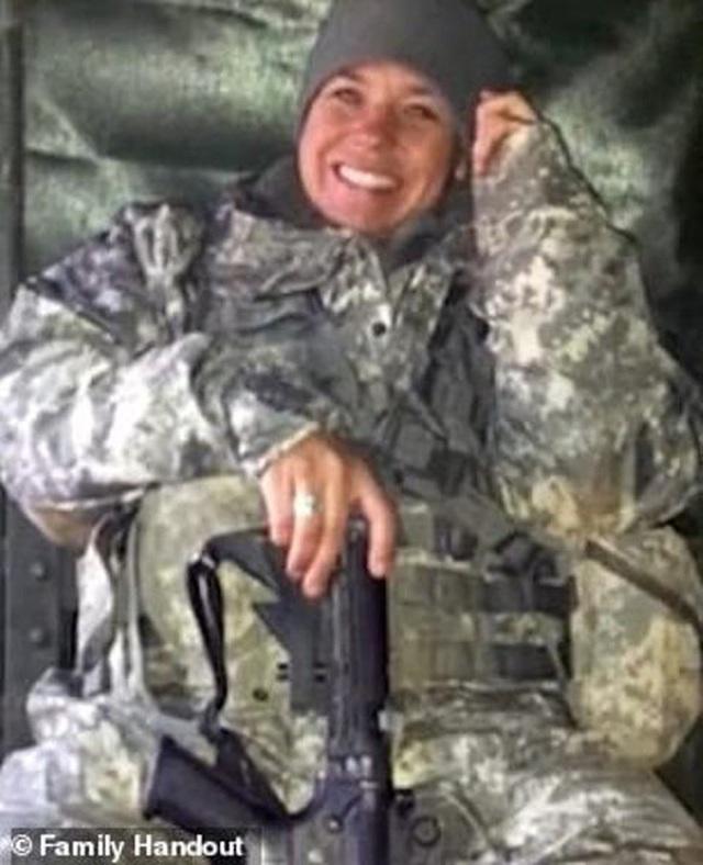 Nữ quân nhân Mỹ tự tử vì bị đồng nghiệp cưỡng hiếp tập thể  - Ảnh 5.