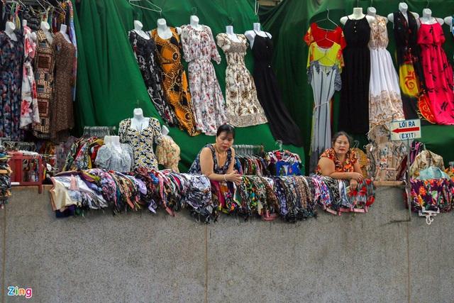 Chợ Đầm Nha Trang ế khách, tiểu thương rao bán sạp hàng loạt - Ảnh 4.