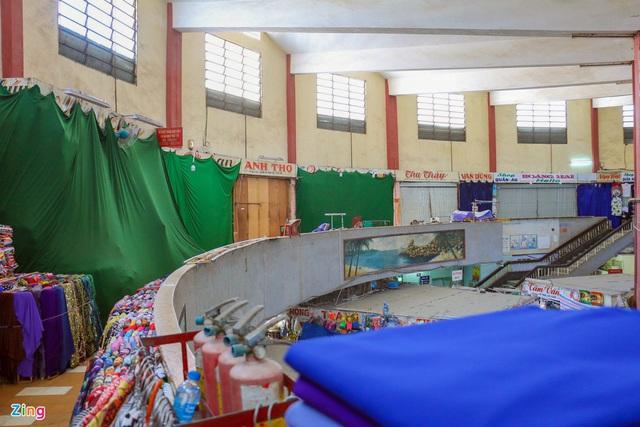 Chợ Đầm Nha Trang ế khách, tiểu thương rao bán sạp hàng loạt - Ảnh 5.