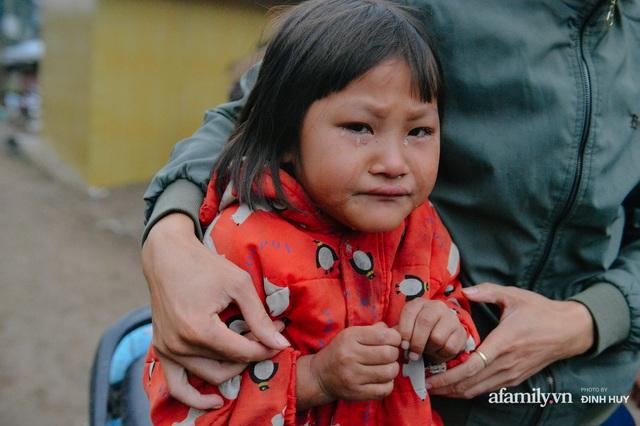 Chuyện của những lớp học trên mây ở Thu Lũm: Cô giáo băng rừng, vượt suối bắt trẻ đi học, cô hổn hển trò tèm lem nước mắt theo cái chữ, con tương lai - Ảnh 9.
