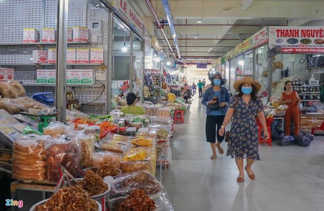 Chợ Đầm Nha Trang ế khách, tiểu thương rao bán sạp hàng loạt - Ảnh 10.