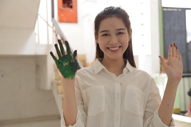 Nhan sắc mộc mạc và nụ cười hút hồn của Tân Hoa hậu Việt Nam 2020 - Ảnh 15.