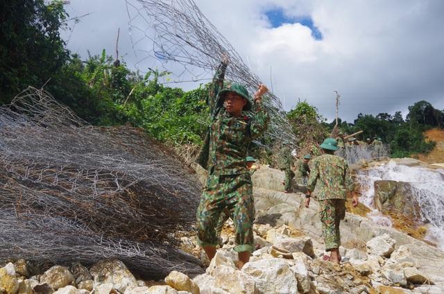 Toàn cảnh cuộc ngăn đập, nắn dòng Rào Trăng 3 tìm kiếm 12 người đã mất tích hơn 1 tháng - Ảnh 5.