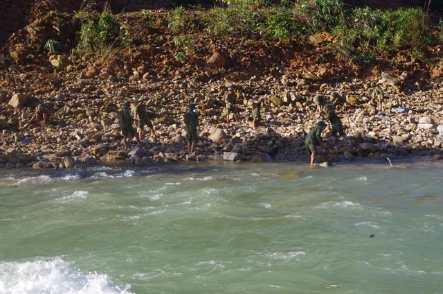 Toàn cảnh cuộc ngăn đập, nắn dòng Rào Trăng 3 tìm kiếm 12 người đã mất tích hơn 1 tháng - Ảnh 7.