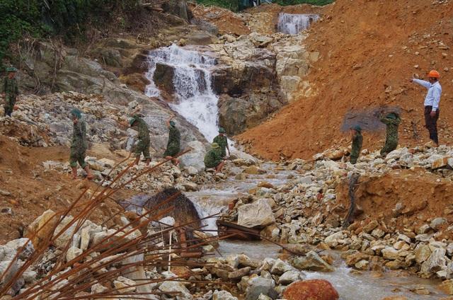 Toàn cảnh cuộc ngăn đập, nắn dòng Rào Trăng 3 tìm kiếm 12 người đã mất tích hơn 1 tháng - Ảnh 8.